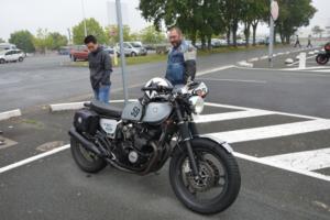 Serge et Sam devant une XJ 600